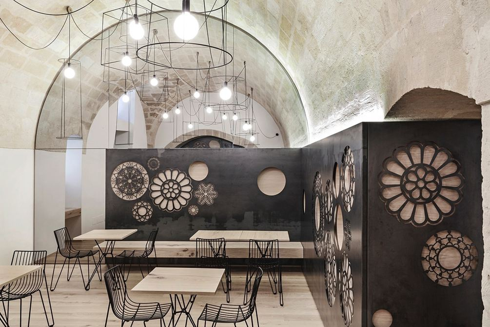 Contemporary wall decoration: Ridola Caffè by Manca Studio in Matera, Italy.